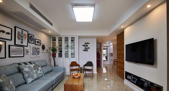 不同于沙发背景墙,电视墙比较简单