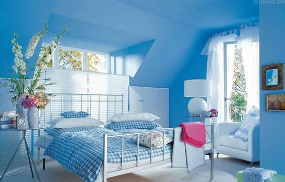 设计亮点:淡蓝色的卧室