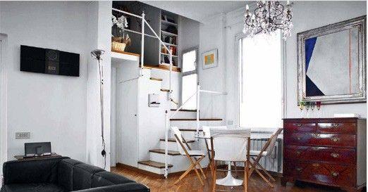 小户型复式楼装修都是比较重视实用性和搭配性,很多人都会选择简约装修风格,用时下流行的装修风格,融入现代的时尚元素,让小空间也能有大作为。  在这个小户型复式客厅的尽头,也就是在楼梯的拐弯处的角落,很巧妙地设计成了一个小餐厅,白色的餐桌和椅子既提示出该空间独立的功能,统一的色调又防止将它和客厅原木一体的空间生硬地割裂开来。  客厅设计的是北欧风格,采用了黑色皮质沙发,阳光透过窗户让室内充满阳光,实木地板则中和了这种略带冰冷的极简风格,营造出居室的温馨感。  在客厅的一旁被设计成了一个小型的书房和工作室,墙上