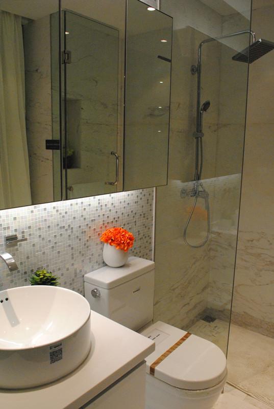 间干湿分离,有助于保证室内的干爽卫生;隐藏式橱柜,隐藏式冰箱,衣柜图片