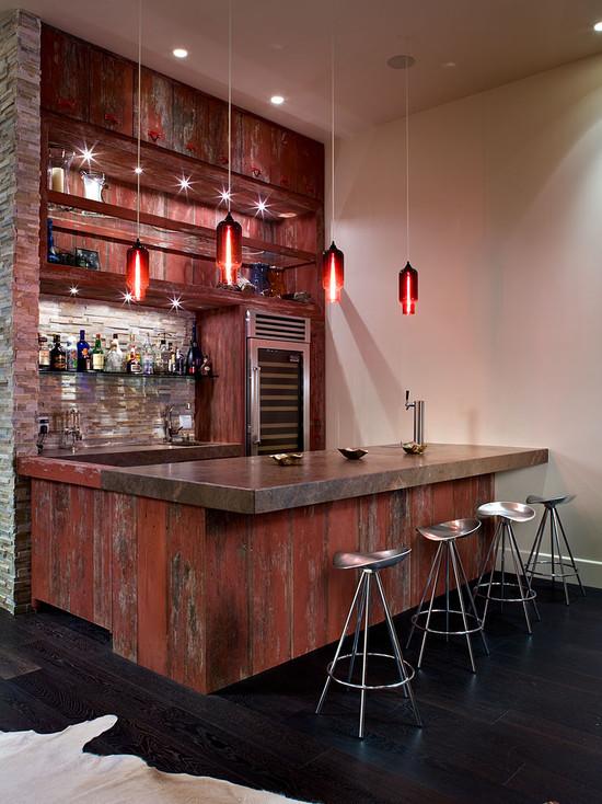 小编的话:这款吧台的墙面等以斑驳的做旧红木材制作